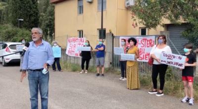Protesta casa famiglia